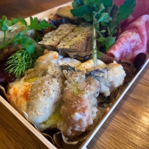 生牡蠣と魚介炭火焼 Carbon商品1