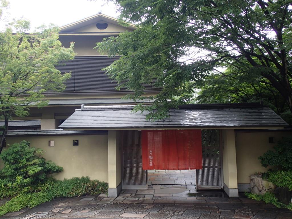 桜坂観山荘の外観
